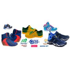 Спортивная обувь и повседневная на каждый день.